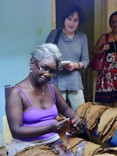 Sigarfabrikk på Cuba fra delegasjonsreise med LO 2015